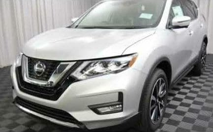 A silver version of the 2019 Nissan Rogue SUV
