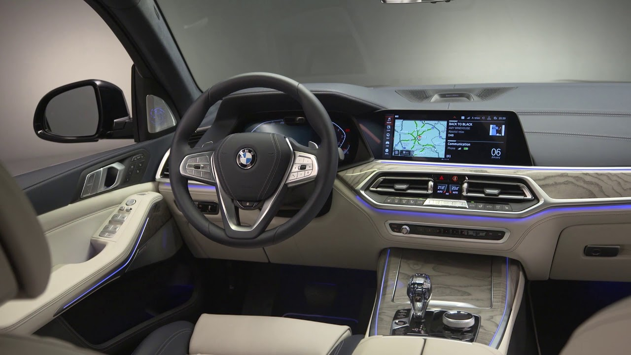 Gray interior of a BMW X7 with touch-screen system
